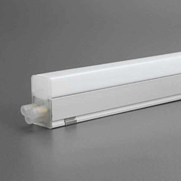 NS-T5-J是一款LED优质型一体化T5支架,采用高亮度的白光SMD LED光源,内置高效恒流驱动电源,具有节能高效、寿命长等特点,整体外观采用直线型设计,简洁、大方、时尚、结构紧凑。适用于对灯具尺寸要求较高场所,如商场展示柜和橱窗照明等。此系列的灯管采用全新的设计,可实现无暗影级联。